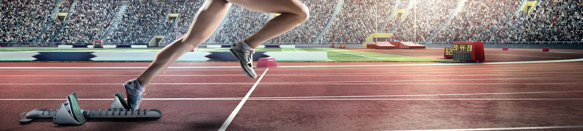 Atleta a correr numa pista de atletismo