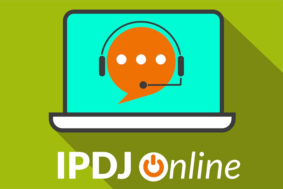 """emogi com auscultadores e microfone e a descrição """"IPDJ online"""""""